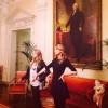"""Тейлор выложила новое личное фото с Карой Делевинь в инстаграм, подписав: """"Мы просто пытаемся быть похожими на Джорджа Вашингтона""""."""