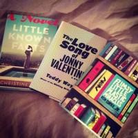 Эмма поделилась своими книгами на Instagram