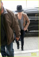 Дженнифер в аэропорту ЛА
