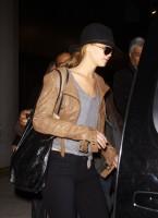Дженнифер в аэропорту Нью-Йорка