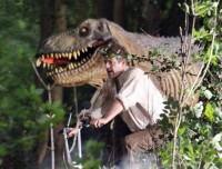 Шон Бин. Шон Бин гонится от Динозавра
