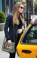 Джессика покидает отель Bowery в Нью-Йорке( 6-ого мая 2013)