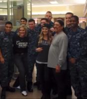 Дэнни Трехо. посещение Сообщества Американских солдатов и госпиталя