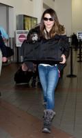 Миранда Косгроув. Недавно Миранда была замечена в аэропорту Лос-Анджелеса