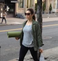Джессика направляется на йогу ( Нью-Йорк,8 мая):