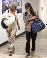 Рэйчел и ее мама Дженис прибыли в аэропорт LAX - Лос-Анджелес, Калифорния