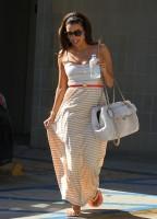 Ева Лонгория покидает  маникюрный салон в Западном Голливуде.