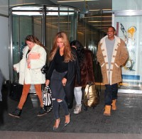 Бейонсе Ноулз. #Jayonce покидают офисное здание «Parkwood Entertainment» в Нью-Йорке