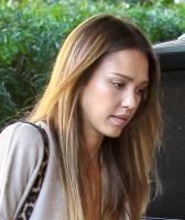 Джессика Альба направляется на завтрак в Западном Голливуде