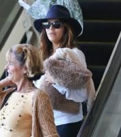28 октября 2013 - Ева Лонгория в аэропорту LAX