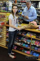 Эмма делает покупки в Меллроуз, 29 марта