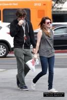 Эмма и Эван на прогулке в ЛА, 18 марта