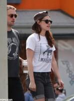 Кристен и Роберт гуляют по Лос-Анджелесу,с друзьями