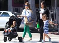 Джессика Альба с дочками покидает ресторан Le Pain Quotidien - ЛА, 30 марта, 2013