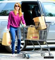 Эмма делает покупки 18 марта