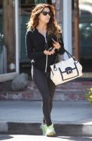 01 ноября 2013  - Ева Лонгория покидает салон красоты в Западном Голливуде.