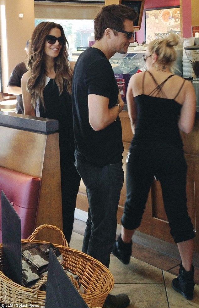 Кейт Бекинсейл. Кейт с Леном были замечены в Лос-Анджелесе (8 фото)