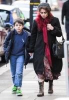Хелена прогуливается с Билли по Лондону