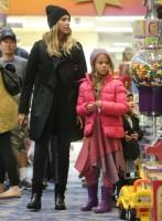 Джессика Альба с дочками на шопинге в Беверли-Хиллз