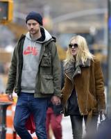 Дакота и Джейми в Нью-Йорке, в районе Ист-Виллиджа.