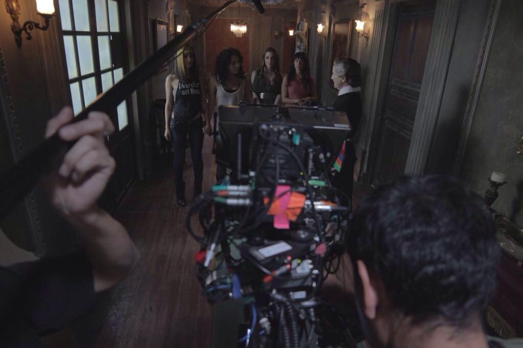 Cурия Вега. Фото со съемок фильма «Темнее ночи».