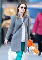 Оливия Уайлд. Оливия во время прогулки по улицам Вест-Виллиджа