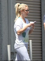 Бритни Спирс. 23 апреля - Бритни покидает репетиционную студию в Thousand Oaks