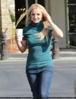 Бритни Спирс. 24 апреля - Бритни перекусывает в кафе Marmalade в Калабасасе