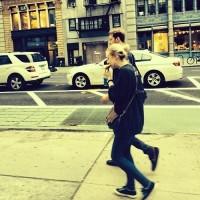 Фанату удалось сфотографировать Дакоту и Джейми в Нью-Йорке.
