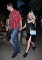 Дакота Фаннинг. А вечером того же дня парочку сфотографировали возле ресторана в Сохо.