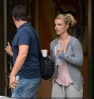Бритни Спирс. 26 июля - Бритни посетила танцевальную студию в Thousand Oaks