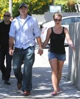 27 июля - Бритни и Дэвид пообедали в кафе Panini в Уэствуде