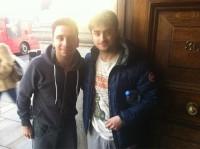 Фото Дэна с фанатом