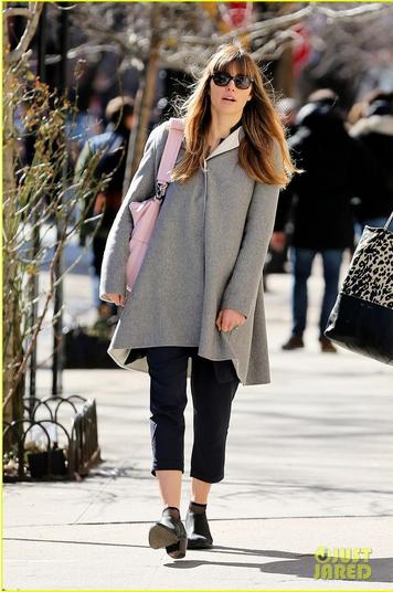 Джессика Бил. Джессика на прогулке по Нью-Йорку в субботу.