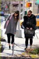 Джессика на прогулке по Нью-Йорку в субботу.