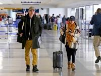 Рэйчел и Хайден Кристенсен в аэропорту LAX