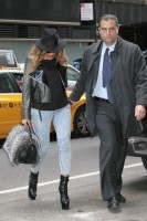Бейонсе Ноулз. Бейонсе посетила офисное здание в Нью-Йорке