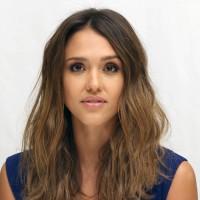 """Джессика Альба на пресс-конференции """"Города грехов 2"""""""