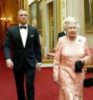 Королева просто хотела фото с Крэйгом