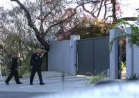 Дом Майли покидает милиция