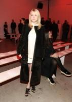 """Дакота побывала на модном показе брэнда """"Proenza Schouler"""" в Нью-Йорке."""