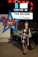 Дакота и Кристен Стюарт посетили показ модного дома Chanel в Далласе.