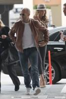 Роузи и Джейсон прибывают в LAX