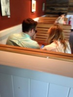 Райан и Блейк в ресторане Shake Shack.