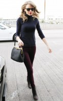 Тейлор была замечена в аэропорту «LAX» в Лос-Анджелесе, США.
