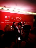 Никки и Пол дали очередной концерт в «Joe Fresh»