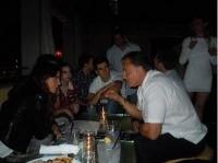 Новые/старые фотографии Никки и Лиама Хемсворта в баре за 17 мая 2012 года.