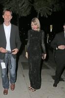 Тейлор прибывает на вечеринку Элтона Джона в Голливуде, США.