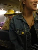 Дакота и Джейми возвращаются в Нью-Йорк из отпуска в Канкуне.