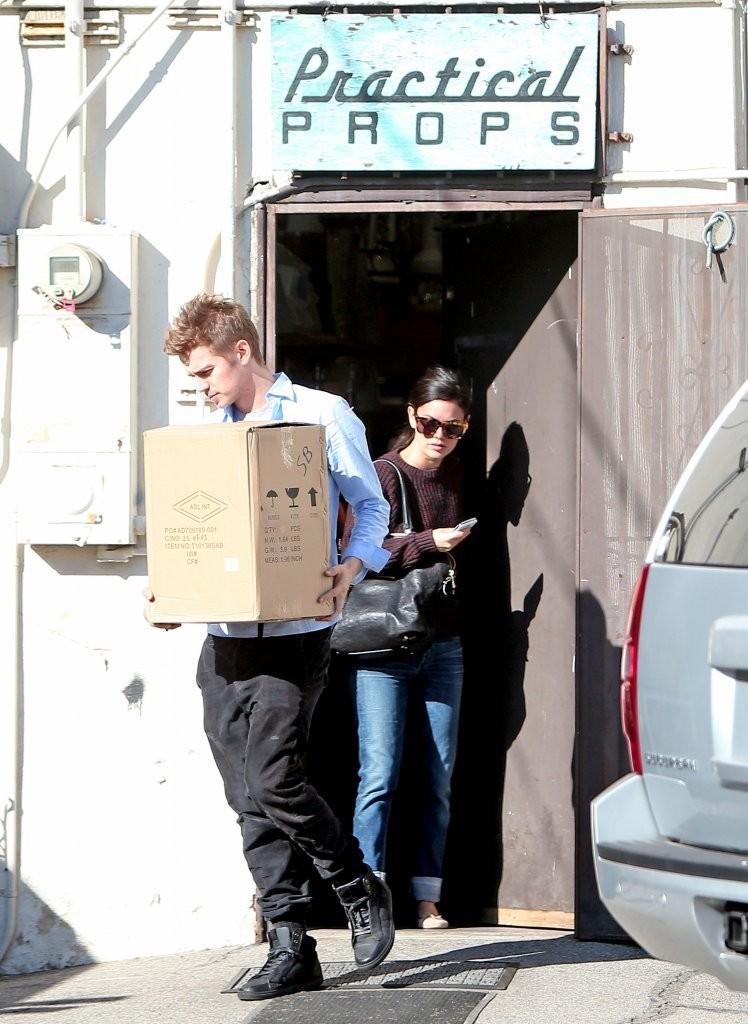 Рэйчел Билсон. Рэйчел и Хайден Кристенсен ходят за покупками